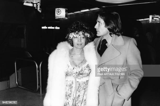 Romy Schneider et Daniel Biasini a leur arrivee a l'aeroport de Roissy en provenance de Berlin ou ils se sont maries en decembre 1975 a Roissy,...