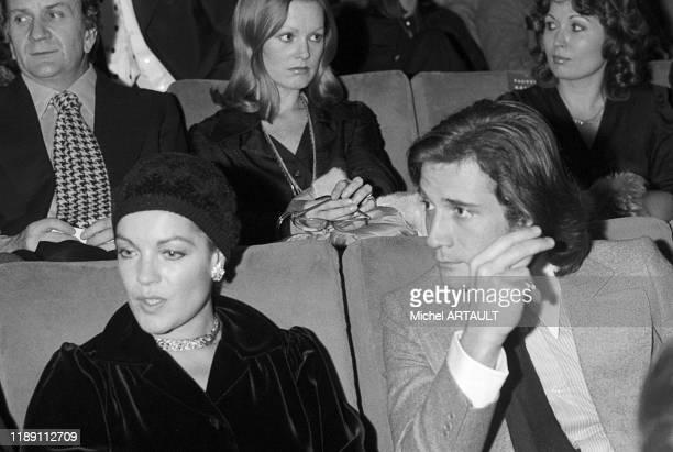 Romy Schneider et Daniel Biasini à la 1ère du film 'Il était une fois Hollywood' au cinéma 'Normandie' à Paris France le 15 janvier 1975