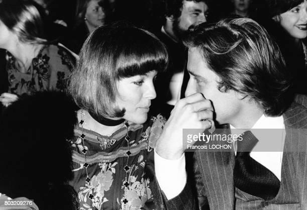 Romy Schneider et son futur mari Daniel Biasini, assistent au concert de Gilbert Bécaud, le 23 octobre 1975, à Paris, France.
