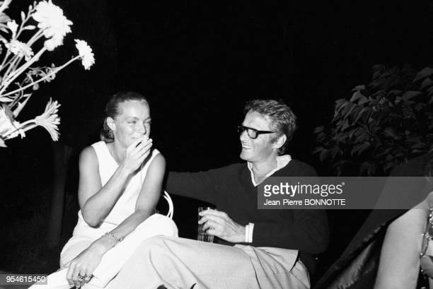 Romy Schneider et son mari Harry Meyen lors d'une soirée en août 1968 à SaintTropez France