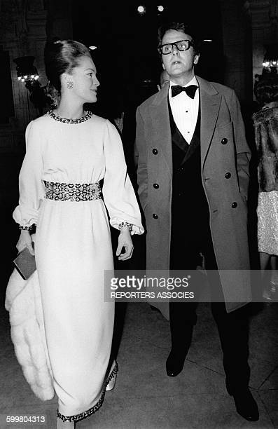 Romy Schneider et son époux Harry Meyen arrivent à une première circa 1960 en France
