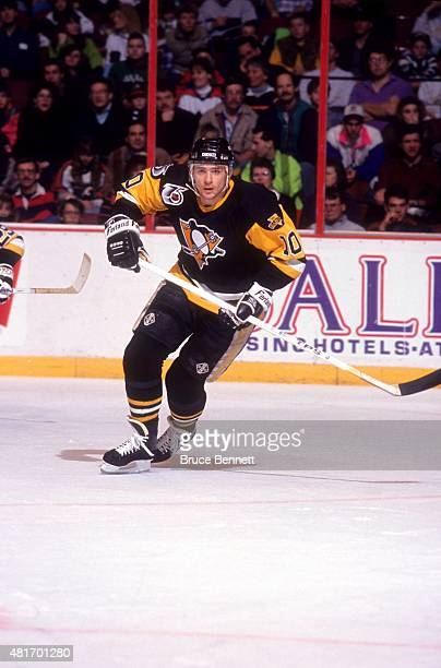 Ron Francis of the Pittsburgh Penguins skates on the ice during an NHL game against the Philadelphia Flyers circa 1992 at the Spectrum in...