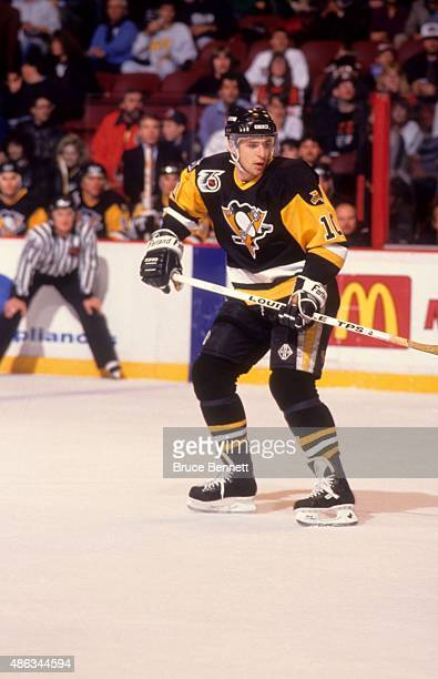 Ron Francis of the Pittsburgh Penguins skates on the ice during an NHL game against the Philadelphia Flyers on November 29, 1991 at the Spectrum in...