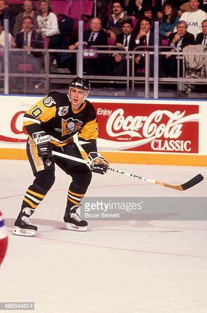 Ron Francis of the Pittsburgh Penguins skates on the ice during an NHL game against the New York Ragners on November 11, 1991 at the Madison Square...