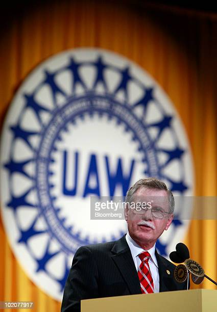 Ron Gettelfinger outgoing president of the United Auto Workers speaks at the UAW's constitutional convention in Detroit Michigan US on Monday June 14...