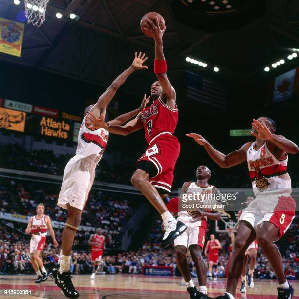 Ron Harper of the Chicago Bulls goes to the basket against the Atlanta Hawks on February 22 1996 at the Omni Coliseum in Atlanta Georgia NOTE TO USER...