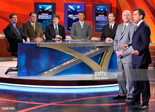 Ron Hextal Peter Mahovlich Craig Billington Dave Andreychuk and Ken Morrow take part in the NHL Draft Lottery along with NHL Deputy Commissioner Bill...