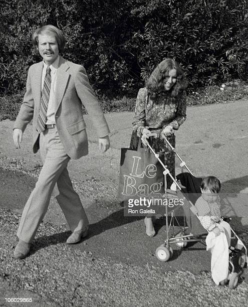 Ron Howard Cheryl Howard and Bryce Dallas Howard during Donny Most and Morgan Hart Wedding Reception February 21 1982 at Donny Most's Malibu Home in...