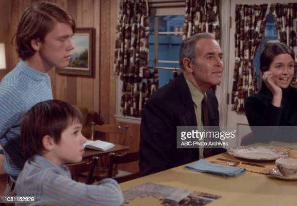 Ron Howard Henry Fonda Darleen Carr MichaelJames Wixted appearing in the Walt Disney Television via Getty Images series 'The Smith Family'