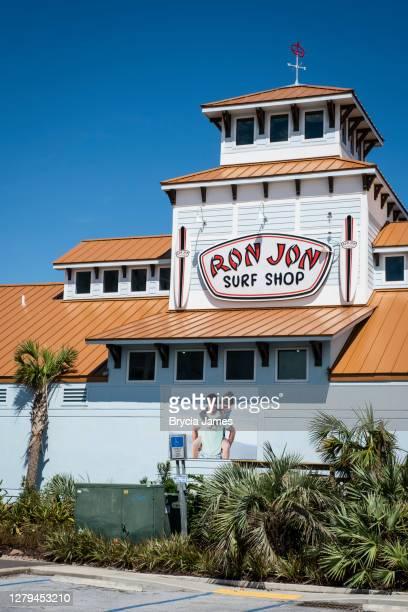 ron jon surf shop in pensacola beach - brycia james stock pictures, royalty-free photos & images