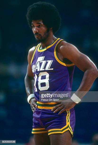Ron Lee of the New Orleans Jazz looks on against the Washington Bullets during an NBA basketball game circa 1979 at the Capital Centre in Landover...