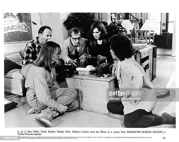 Ron Rifkin Diane Keaton Woody Allen Anjelica Huston and Joy Behar sit around a phone in a scene from the film 'Manhattan Murder Mystery' 1993
