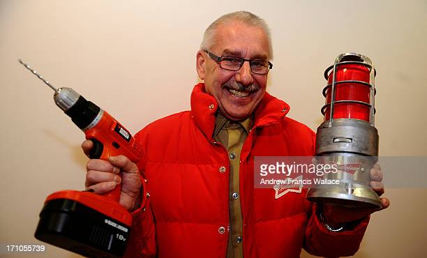 Ron VachonBudweiser s new spokesperson/created character who stars in their new Superbowl ad demonstrates the red lightlike a light at a hockey game...