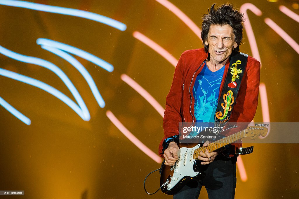 Ron Wood of the band Rolling Stones performs live on stage at Morumbi Stadium on February 24, 2016 in Sao Paulo, Brazil.