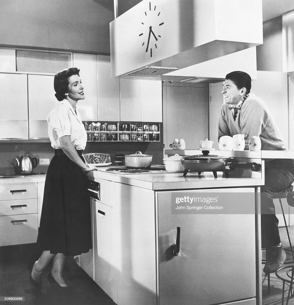 Ronald And Nancy Reagan In A Kitchen News Photo Getty Images