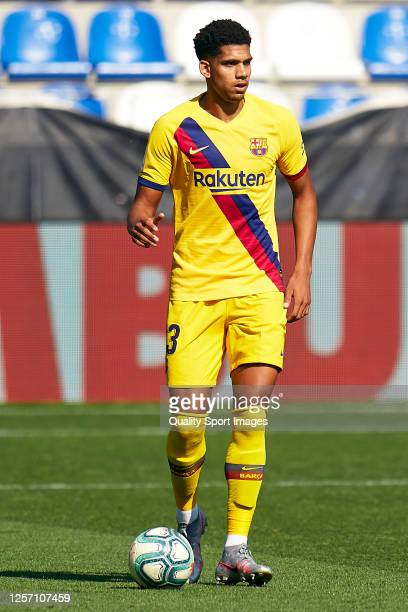Ronald Araujo of FC Barcelona with the ball during the Liga match between Deportivo Alaves and FC Barcelona at Estadio de Mendizorroza on July 19...