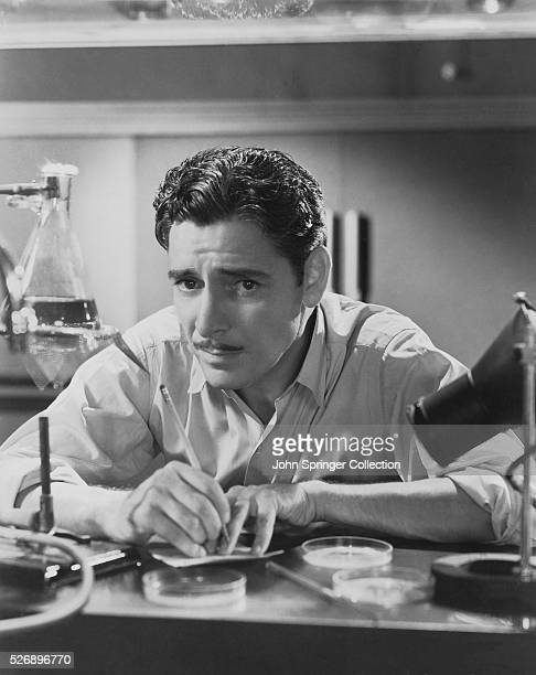 Ronald Colman stars as medical researcher Dr Martin Arrowsmith in Arrowsmith The film also stars Helen Hayes as Leora Tozer Arrowsmith