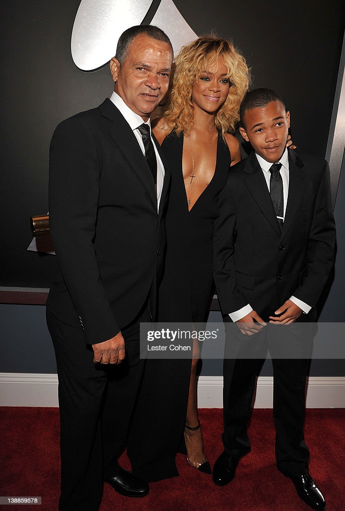 The 54th Annual GRAMMY Awards - Red Carpet : News Photo