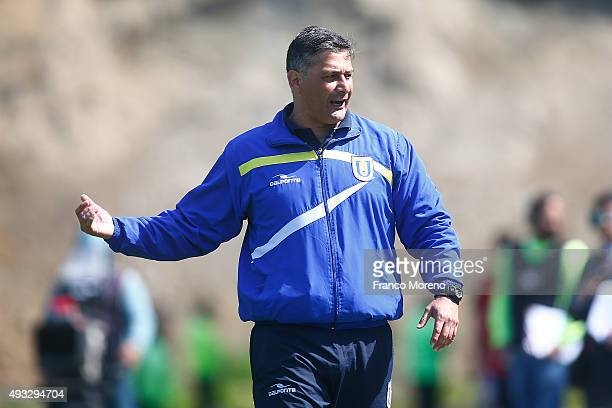 Ronald Fuentes head coach of U de Concepcion shouts intructions to his players during a match between U de Concepcion and U de Chile as part of 9th...