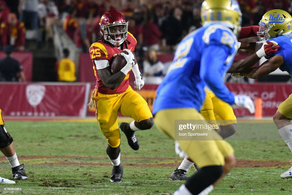 Usc Ronald Jones Ii Cuts Up Field During A College Football Game News Photo Getty Images