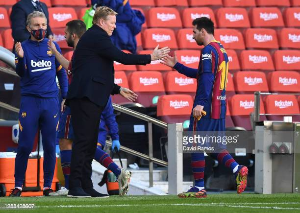 Ronald Koeman, Head Coach of Barcelona shakes hands with Lionel Messi during the La Liga Santander match between FC Barcelona and C.A. Osasuna at...