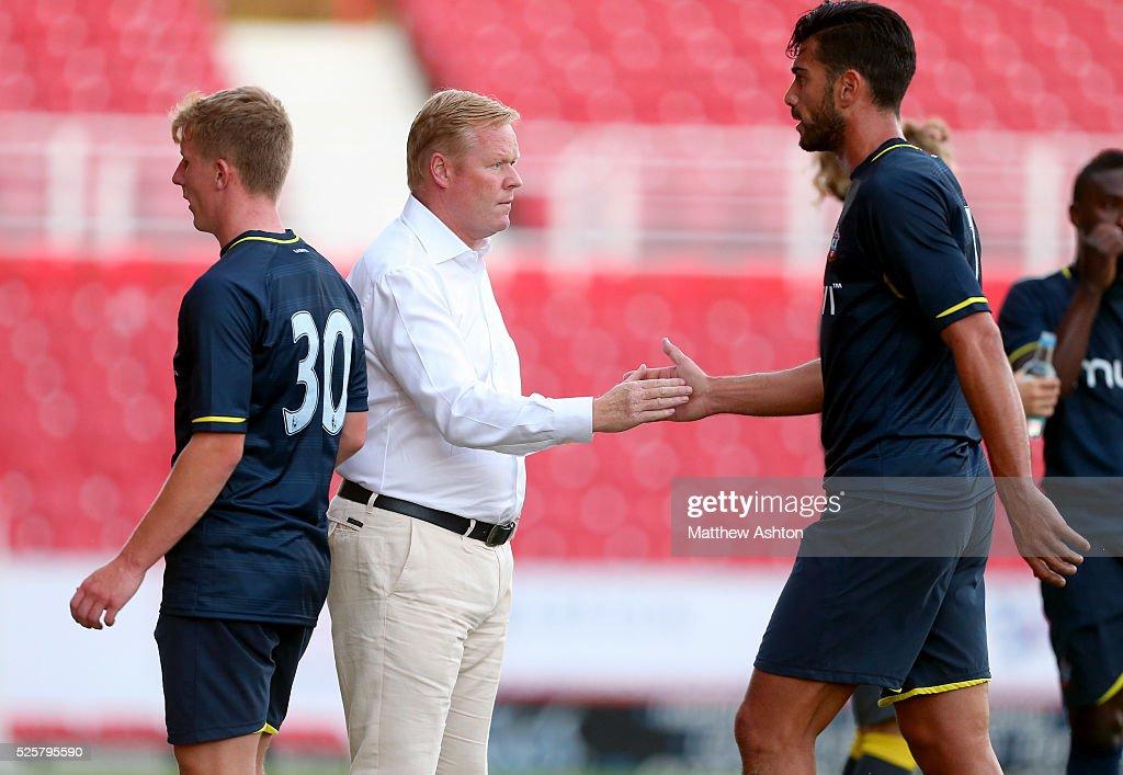 Soccer : Pre-Season friendly - Swindon Town v Southampton : ニュース写真