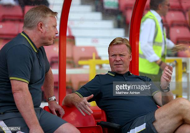 Ronald Koeman Manager / head coach of Southampton speaks with assistant coach Sammy Lee