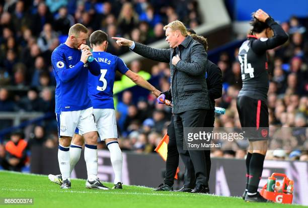 Ronald Koeman Manager of Everton speaks to Leighton Baines of Everton and Wayne Rooney of Everton during the Premier League match between Everton and...