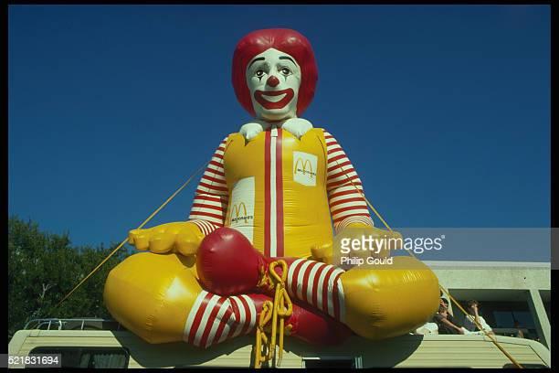 ronald mcdonald balloon - mcdonald's stock pictures, royalty-free photos & images