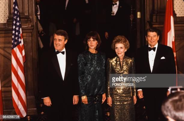 Ronald Reagan et son épouse Nancy avec le Premier ministre canadien Brian Mulroney et son épouse Mila en mars 1985 à Québec Canada