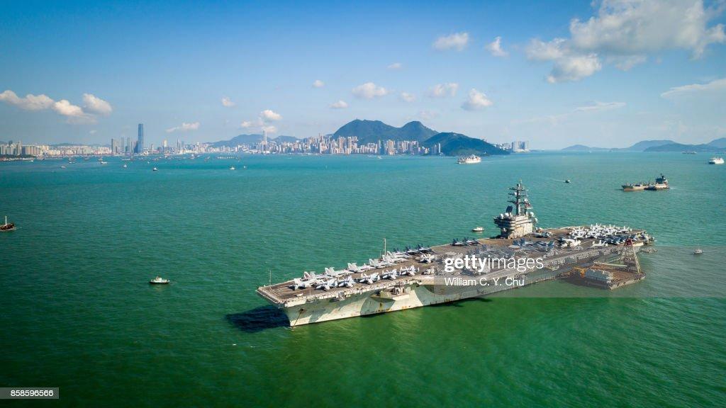 USS Ronald Reagan (CVN-76) in Hong Kong : Stock-Foto