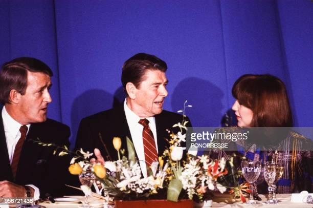 Ronald Reagan lors d'un repas officiel avec le Premier ministre canadien Brian Mulroney et son épouse Mila en mars 1985 à Québec Canada