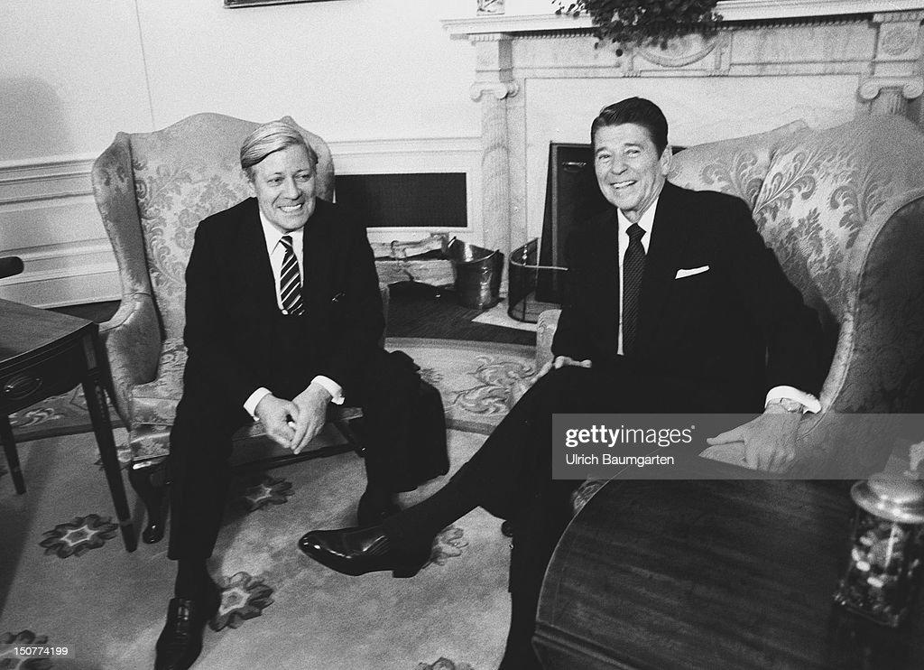 WASHINGTON, Ronald REAGAN, Praesident der USA, und Helmut SCHMIDT, Bundeskanzler der BRD waehrend Besuch von Helmut Schmidt in den USA vom 20,- 23, Mai 1981.