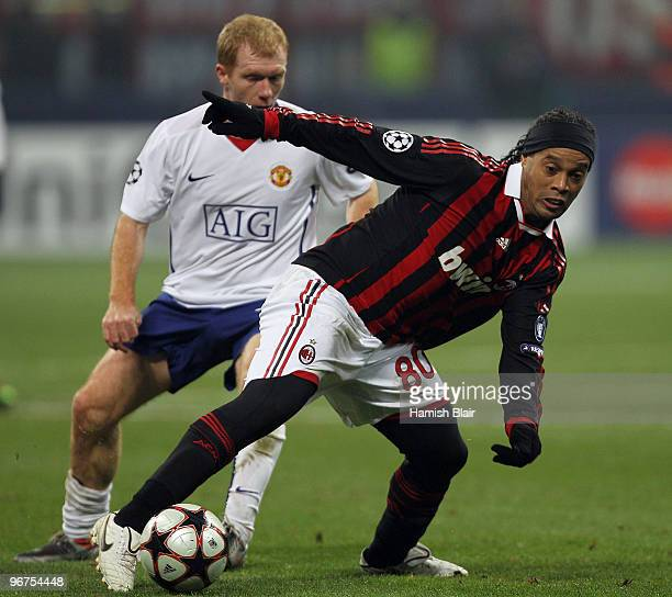 Ronaldinho of AC Milan contests with Paul Scholes of Manchester United during the UEFA Champions League round of 16 first leg match between AC Milan...