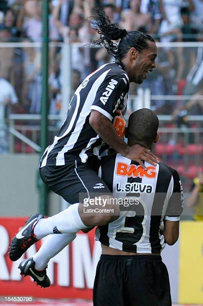 Ronaldinho of Atletico MG celebrates a scored goal during a match between AtlŽtico MG and Fluminense as part of Campeonato Brasileiro 2012 at Est‡dio...