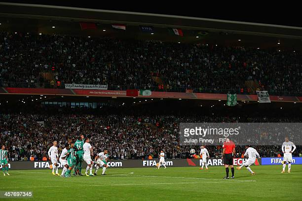 Ronaldinho of Atletico Mineiro scores a free kick to make it 11 during the FIFA Club World Cup Semi Final match between Raja Casablanca and Atletico...