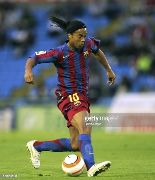 Ronaldinho of Barcelona dribbles the ball during the Primera Liga match between Celta Vigo and Barcelona at the Balaidos stadium on May 3 2006 in...