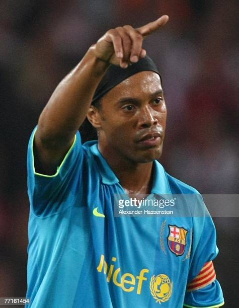 Ronaldinho of Barcelona gives instructions to his team mates during the UEFA Champions League Group E match between VfB Stuttgart and FC Barcelona at...