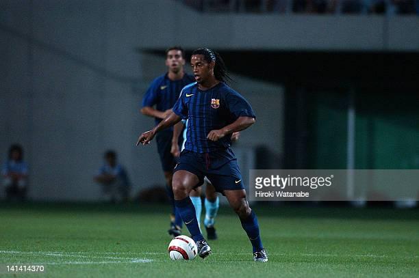 Ronaldinho of Barcelona in action during the preseason friendly match between Jubilo Iwata and FC Barcelona at Shizuoka Stadium Ecopa on August 4...