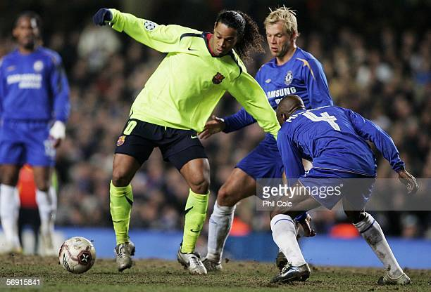 Ronaldinho of Barcelona is watched by Claude Makelele and Eidur Gudjohnsen of Chelsea during the UEFA Champions League Round of 16 First Leg match...