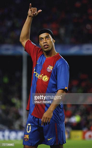 Ronaldinho of Barcelona salutes the crowd before the UEFA Champions League Group A match between Barcelona and Werder Bremen at the Nou Camp on...