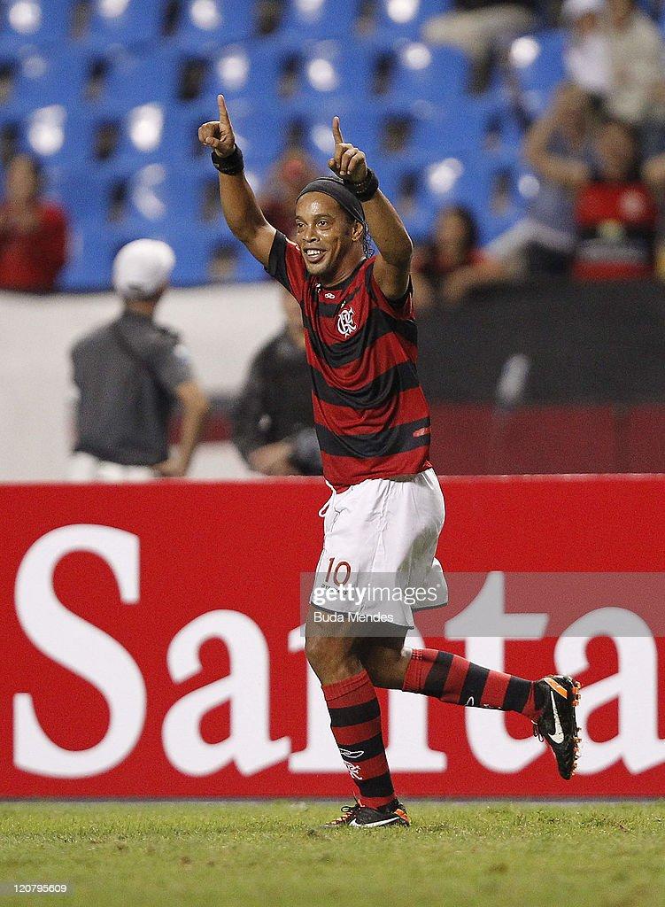 Flamengo v Atletico PR - Copa Bridgestone Sudamericana