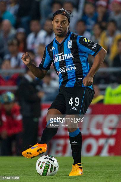Ronaldinho of Queretaro passes the ball during a semifinal first leg match between Pachuca and Queretaro as part of Clausura 2015 Liga MX at Hidalgo...