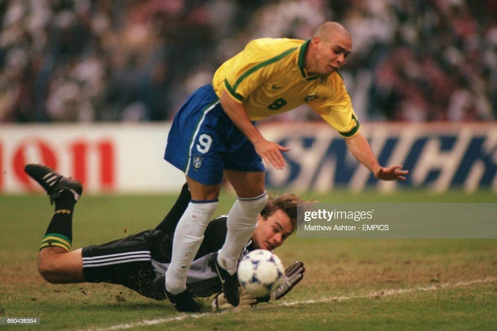 Soccer - FIFA Confederations Cup - Final - Brazil v Australia : News Photo