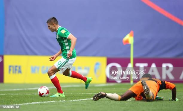 Ronaldo Cisneros of Mexico beats Daniel Alick of Vanuatu on his way to scoring the second goal during the FIFA U20 World Cup Korea Republic 2017...