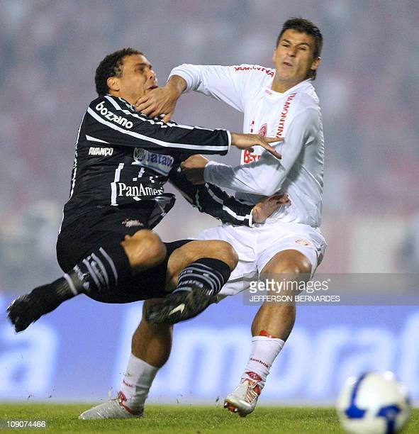 Ronaldo of Corinthians football team vies for the ball with Indio of Internacional during Brazil's Cup final match at Beira Rio stadium on July 1...