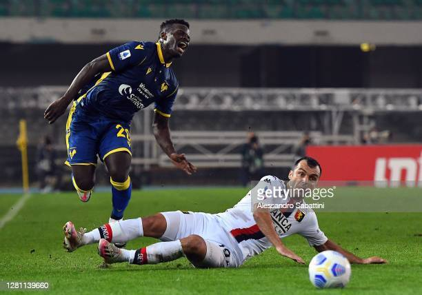 Ronaldo Vieira of Hellas Verona competes for the ball with Goran Pandev of Genoa CFC during the Serie A match between Hellas Verona FC and Genoa CFC...