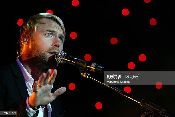 Ronan Keating sings during a special surprise performance at the Crown VRC Oaks Club Ladies Function at Crown Palladium on November 4 2009 in...