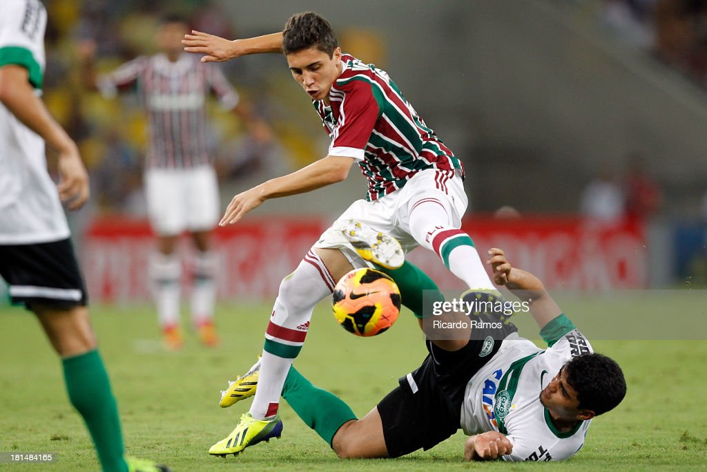 Ronan of Fluminense fights for the ball with Chico of Coritiba during the match between Fluminense and Coritiba for the Brazilian Series A 2013 at Maracana on September 21, 2013 in Rio de Janeiro, Brazil.