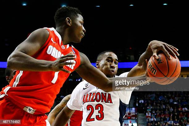 Rondae HollisJefferson of the Arizona Wildcats knocks the ball away from Jae'Sean Tate of the Ohio State Buckeyes in the first half during the third...
